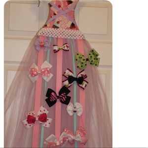Other - Cute dress bow holder